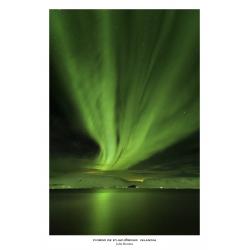 077. Aurora boreal en el fiordo de Eyjafjördur en Islanda