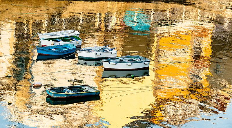 Reflejos en el puerto de Tapia de Casariego, Asturias, Spain