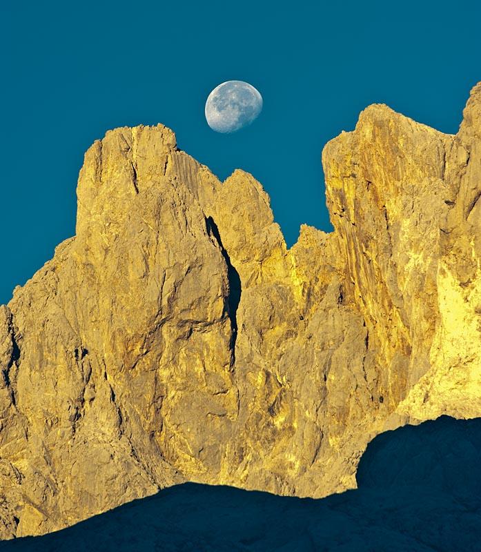 Neverones del Urriellu, Parque Nacional Picos de Europa. Asturias.