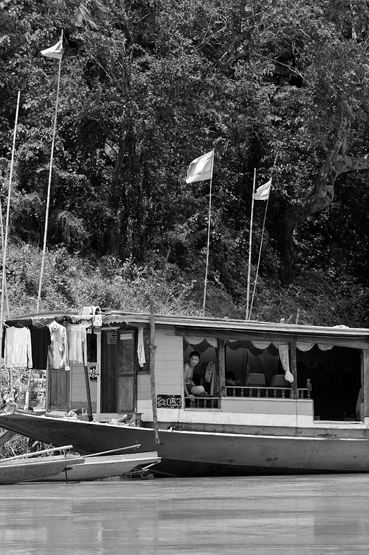 Embarcadero junto al río Mekong, Laos