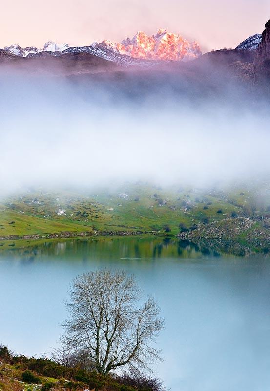 Lago Enol Parque Natural Picos de Europa, Asturias, Spain