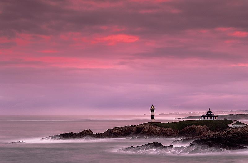 Faro de la Isla de Pancha. Galicia. Spain.