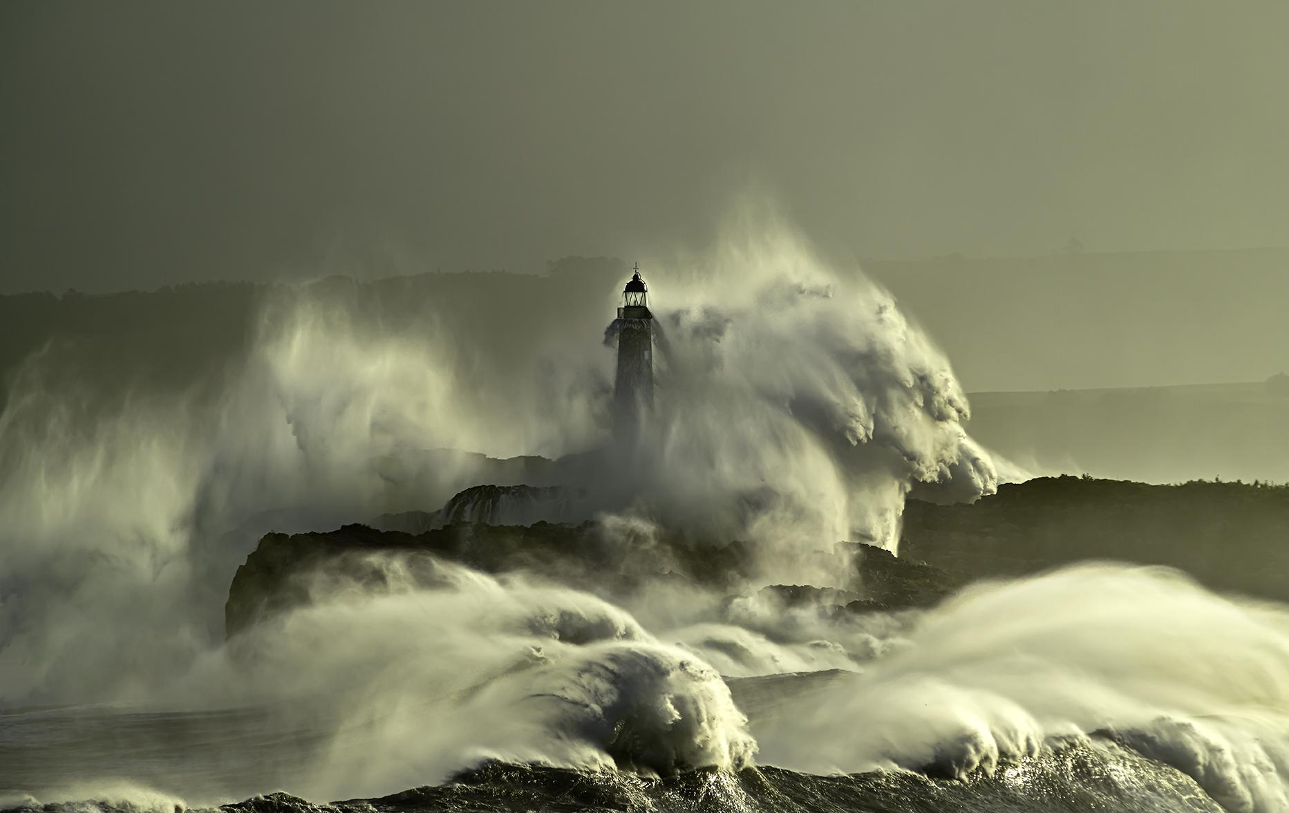 Faro Isla de Mouro. Cantabria.