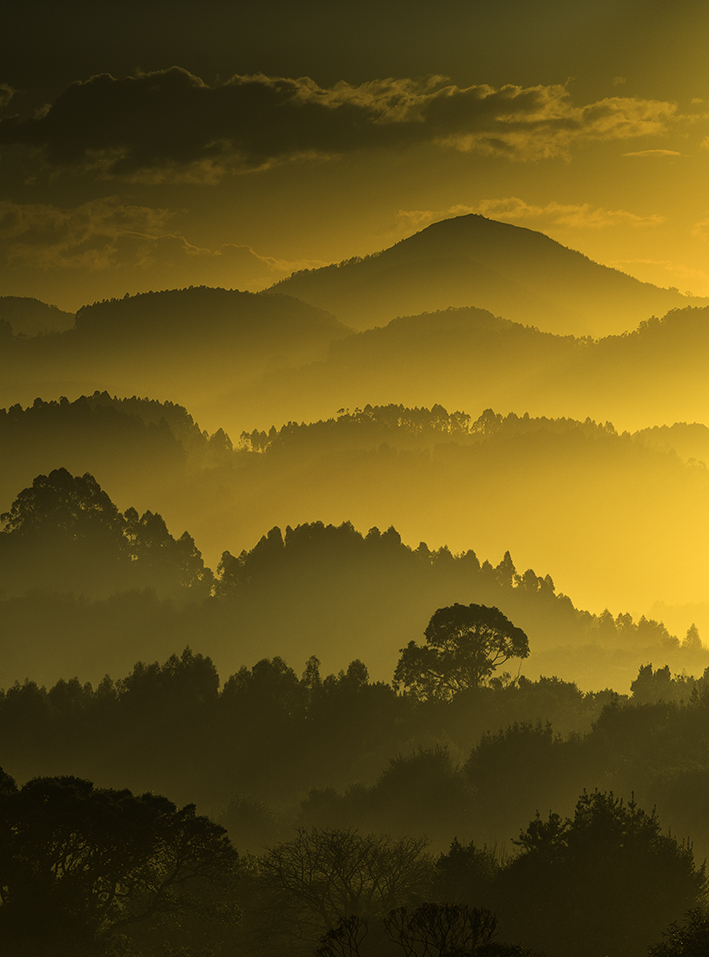 Atardecer sobre los valles centrales de Asturias, Spain